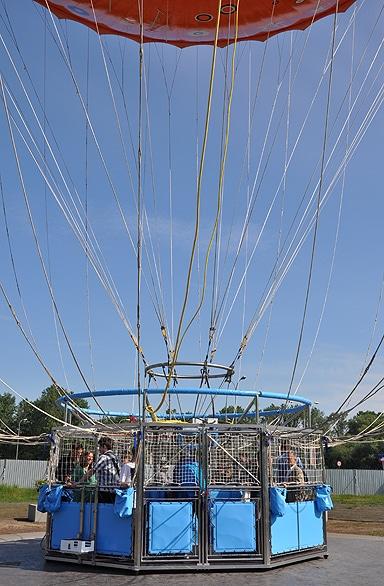 Kosz podwieszony 8 metrów pod balonem