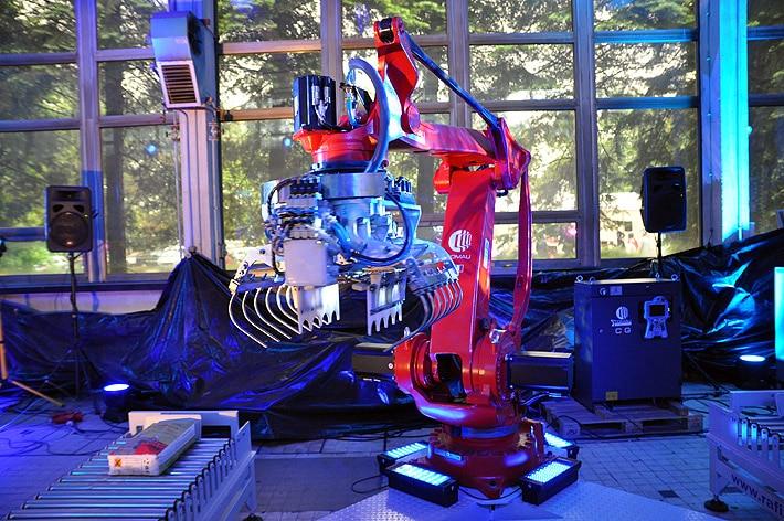 Robot paletyzujący worki Comau