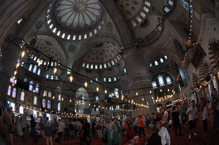 Turyści w Błękitnym Meczecie