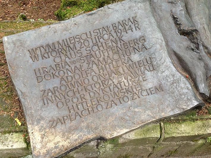 Obelisk w miejscu, gdzie stał bunkier Adolfa Hitlera