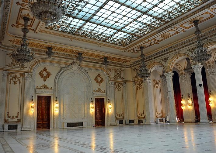 Wnętrza Pałacu Parlamentu w stolicy Rumunii