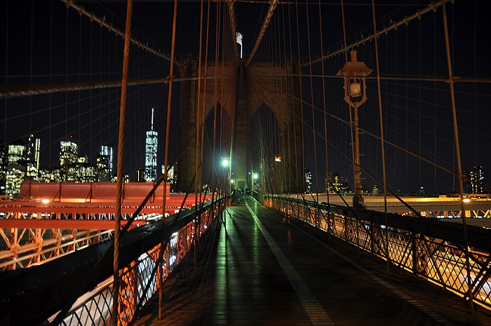 Brooklyn Bridge nocą