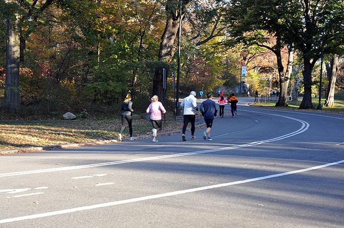 Biegacze w Central Parku