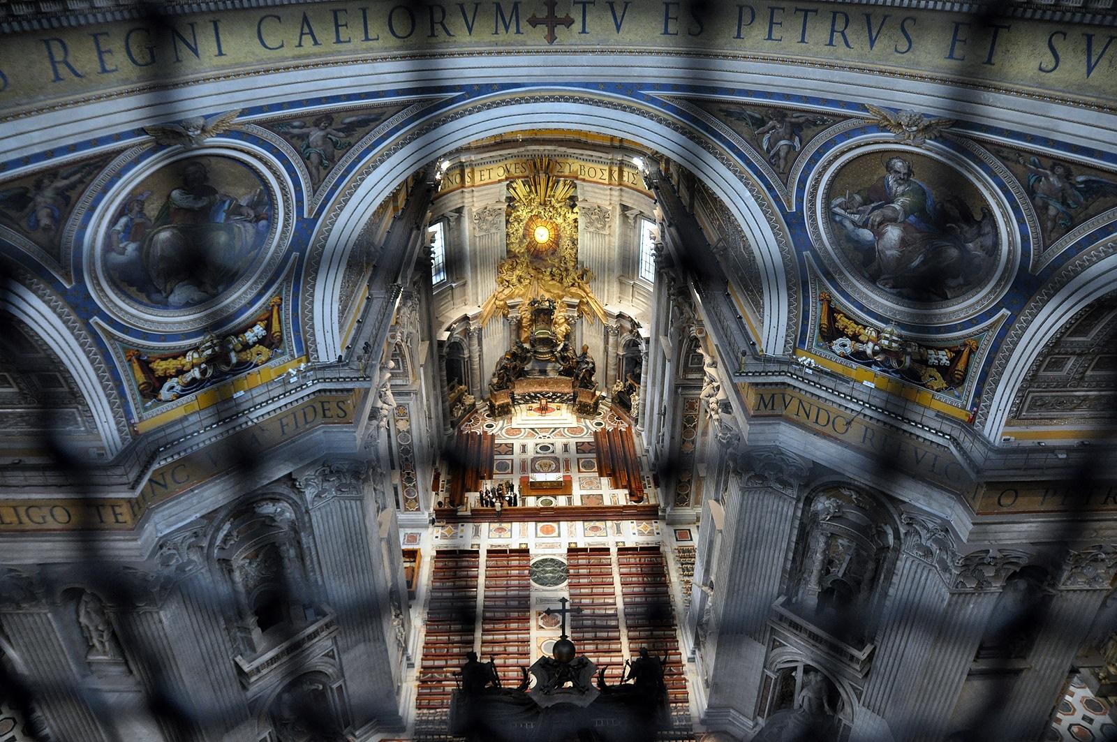 Widok do wnętrza bazyliki