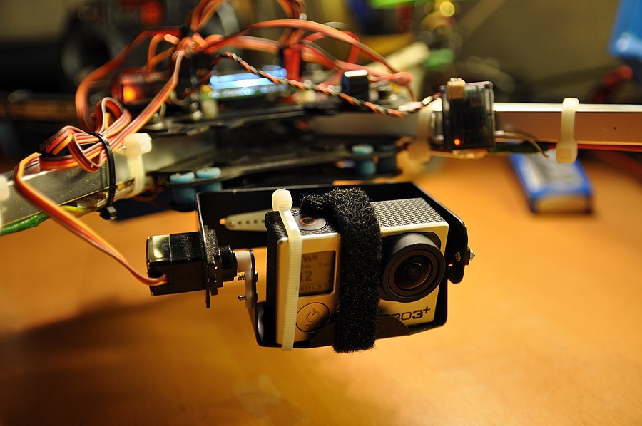 Quadcopter - servo gimbal