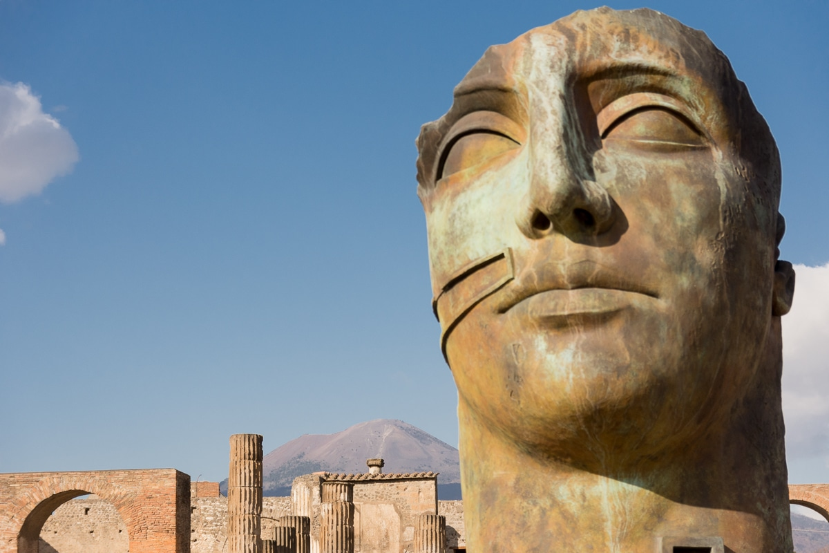 Igor Mitoraj w Pompejach