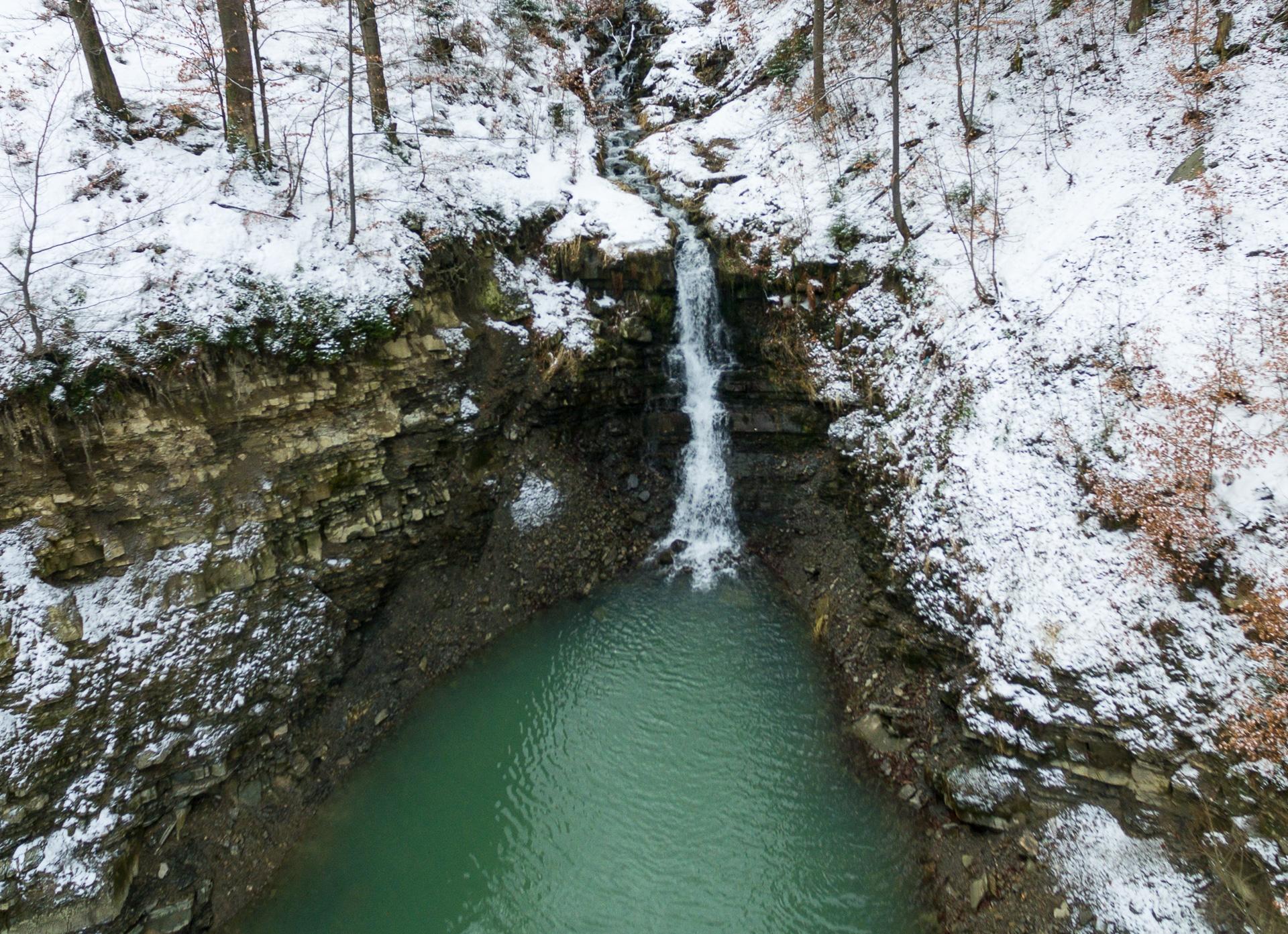 Wodospad przy stacji narciarskiej Soszów