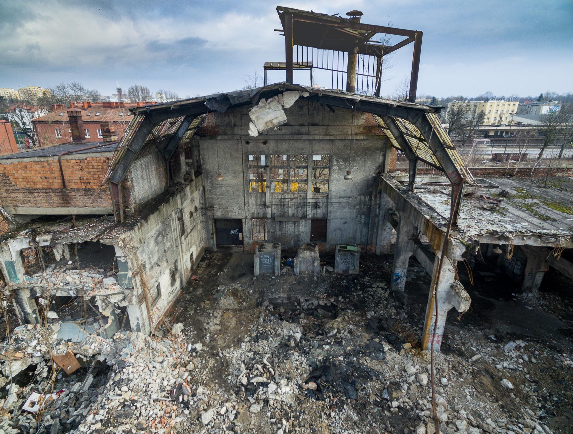 Wyburzona hala dawnych zakładów Ursus