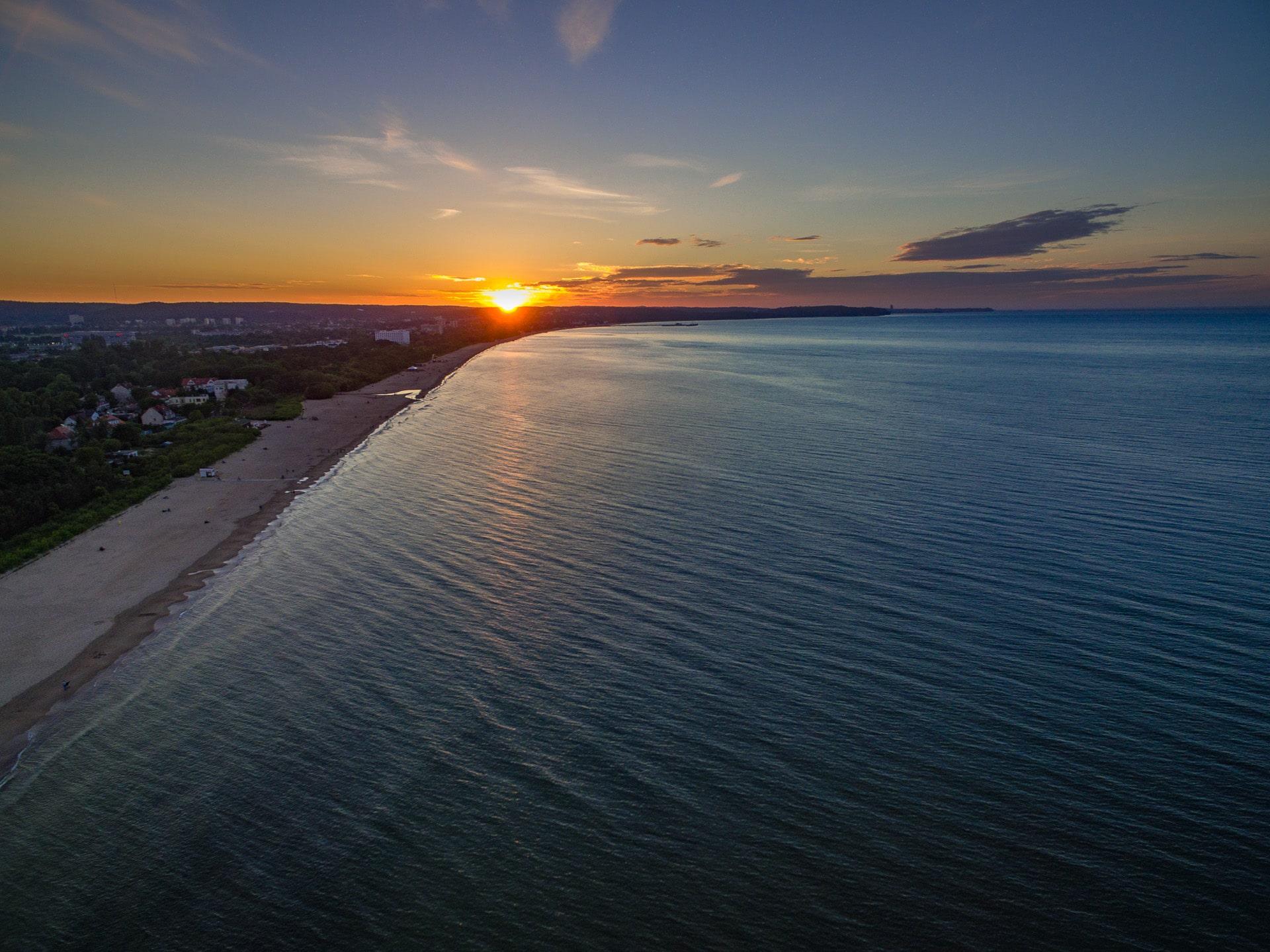 Zachód słońca nad morzem w Gdańsku