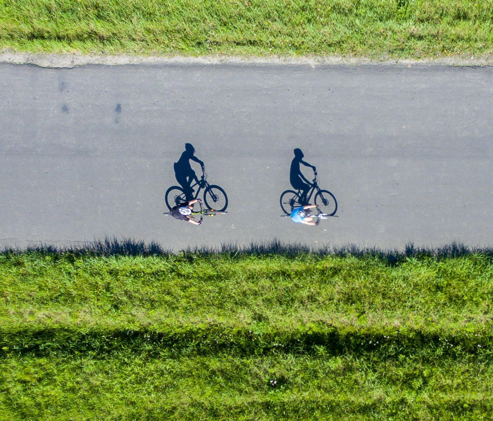 Rowerzyści z drona