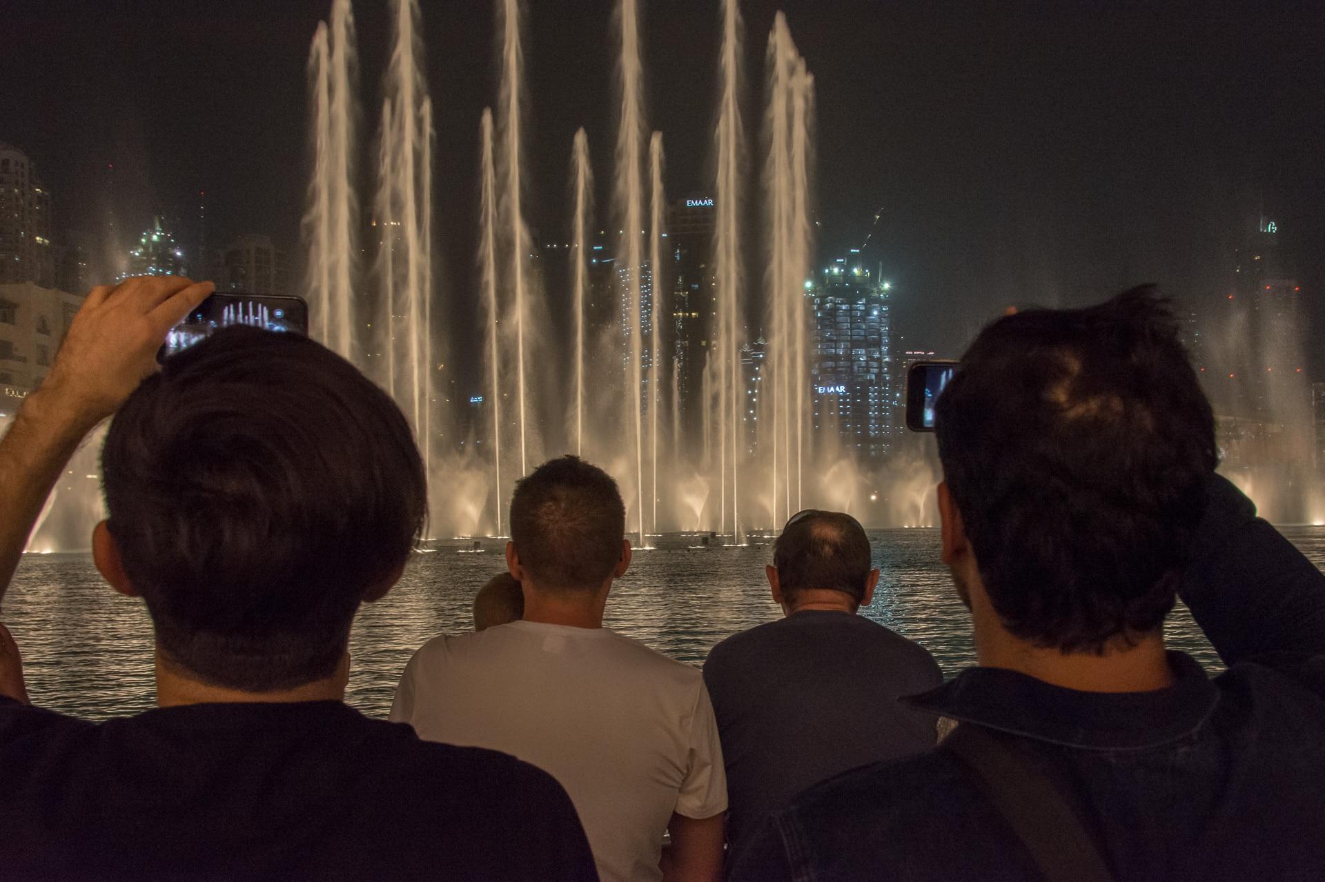 Dubaj - fontanny przy Dubai Mall