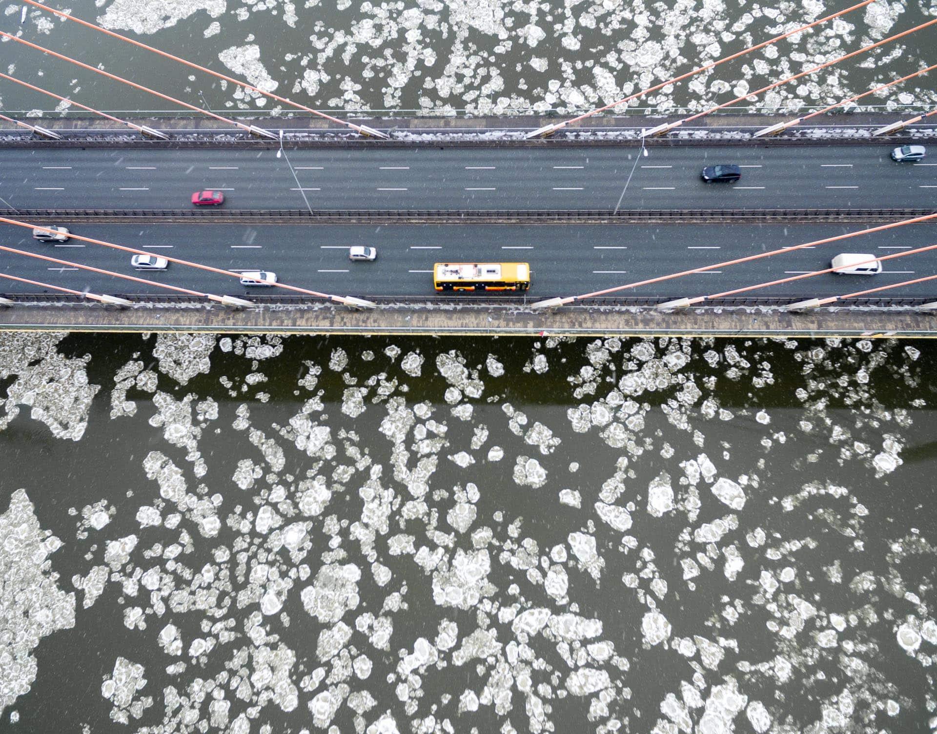 Most Siekierkowski zimą