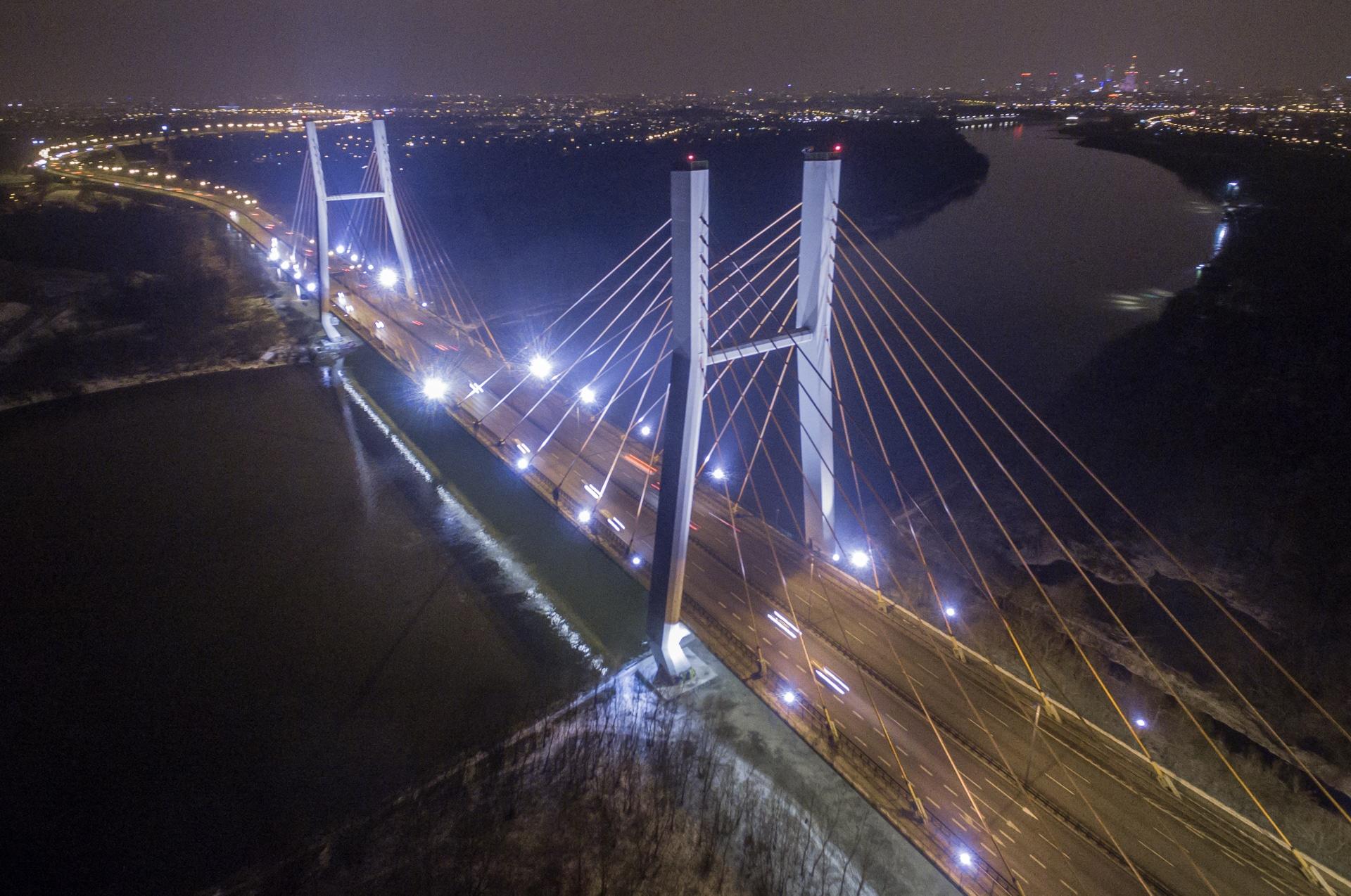 Most Siekierkowski nocą