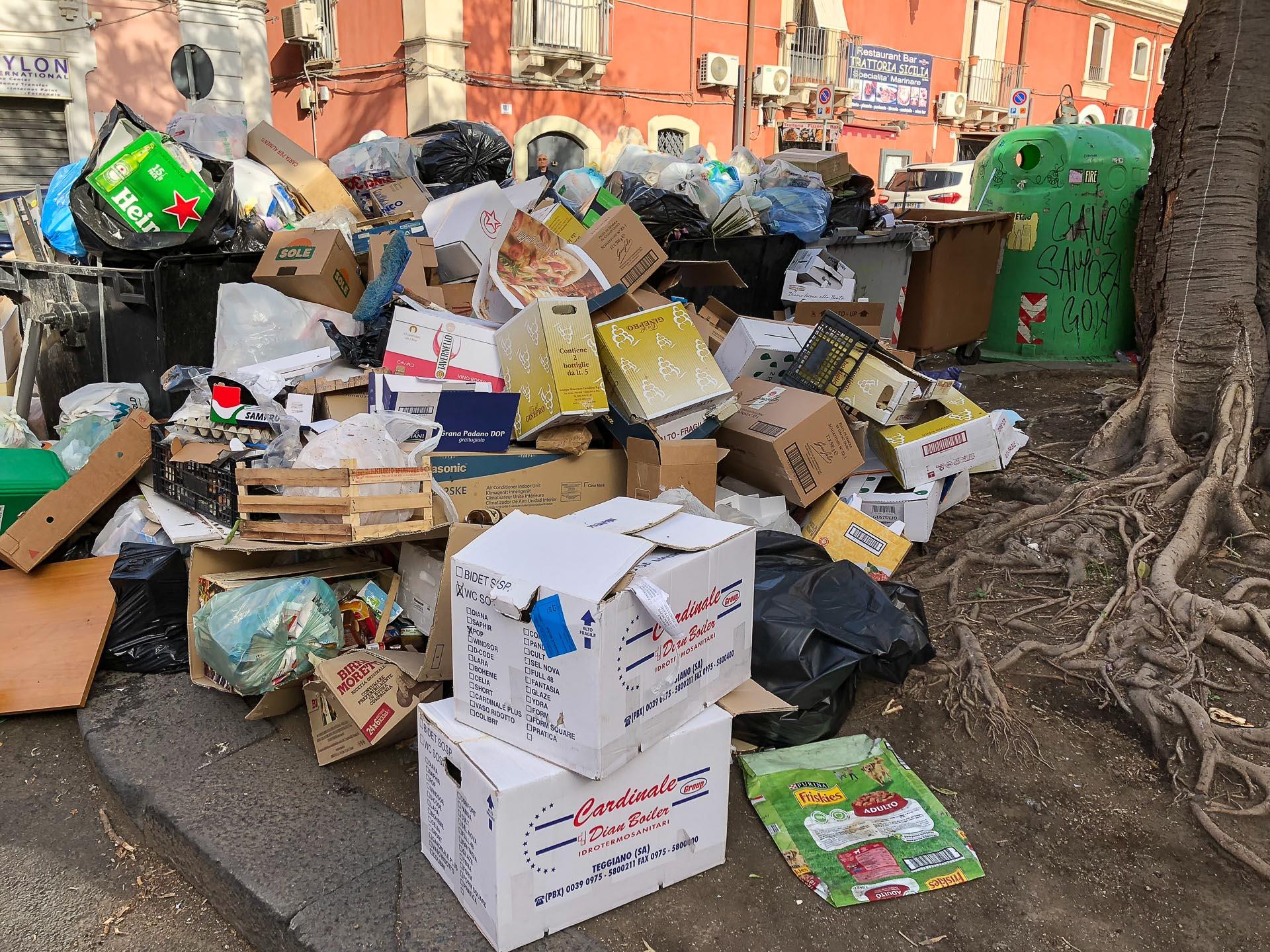 Śmieci w Katanii