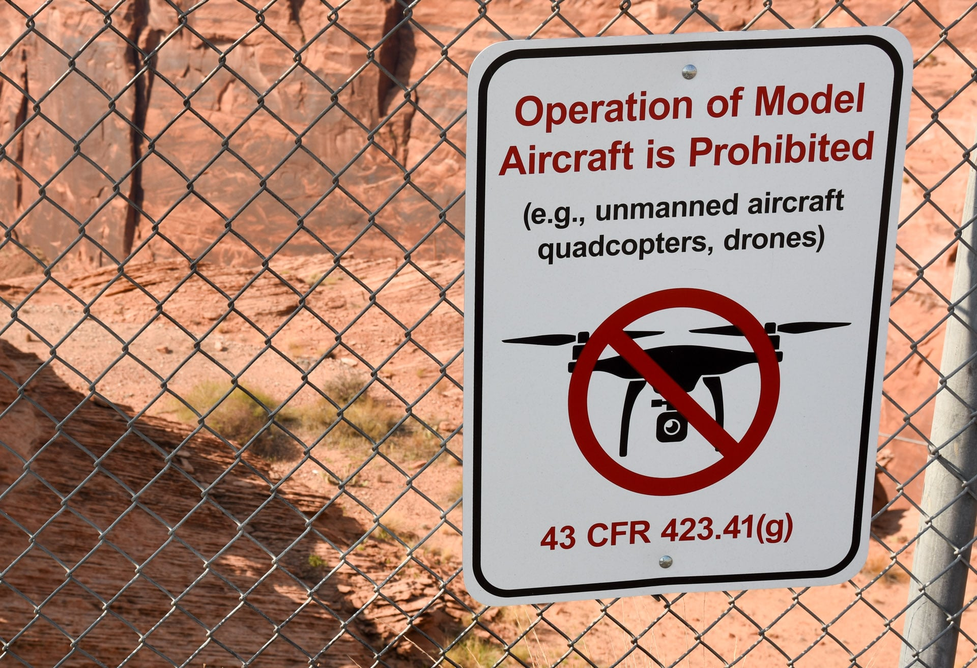 Drony zakaz