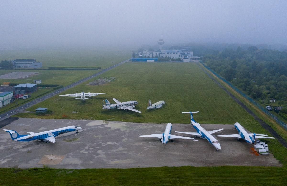 Samoloty przy Lotniskowe Straży Pożarnej EPWA