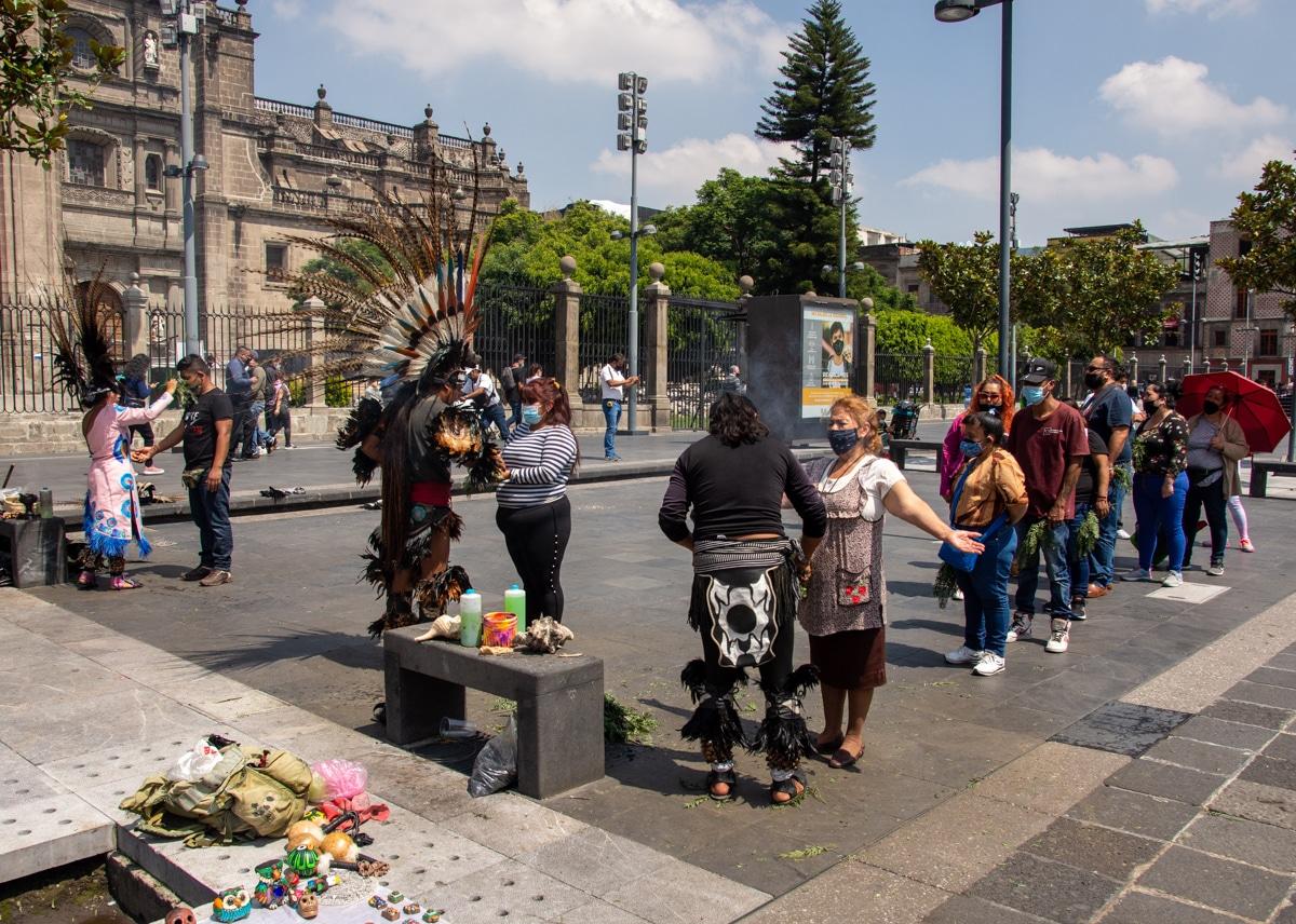 Indianie na Placu Konstytucji